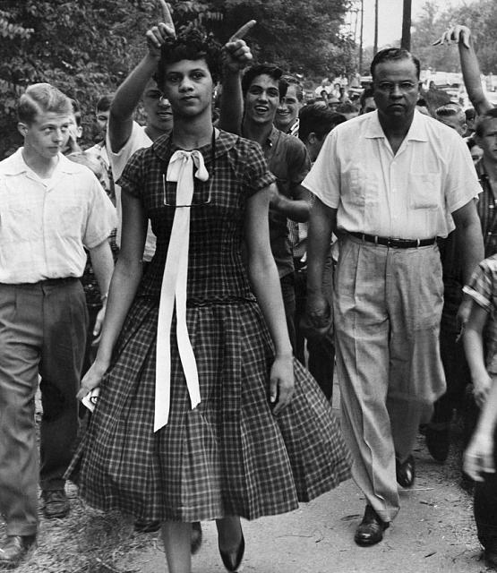 Нажмите на изображение для увеличения Название: Дороти Каунтс, первая темнокожая ученица Harding High School,.jpg Просмотров: 2 Размер:40.0 Кб ID:18221